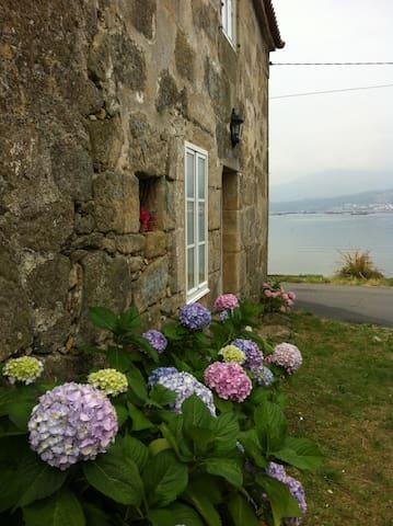 Casa de Piedra frente al mar - Boiro - Casa