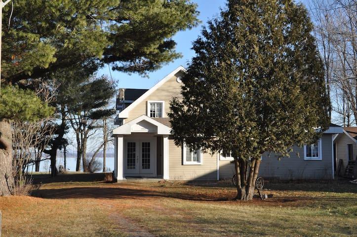 Maison du bord du lac - Saint-Georges-de-Clarenceville - Huis