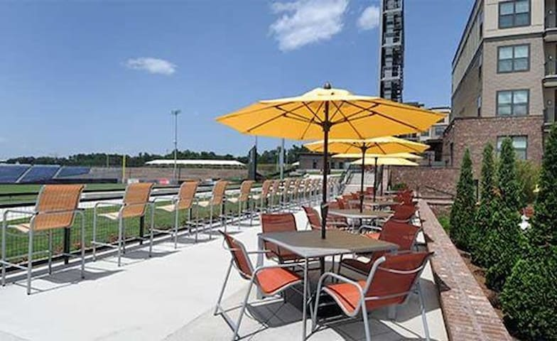 Baseball Lovers - Overlooking Coolray Field - Lawrenceville - Apartmen