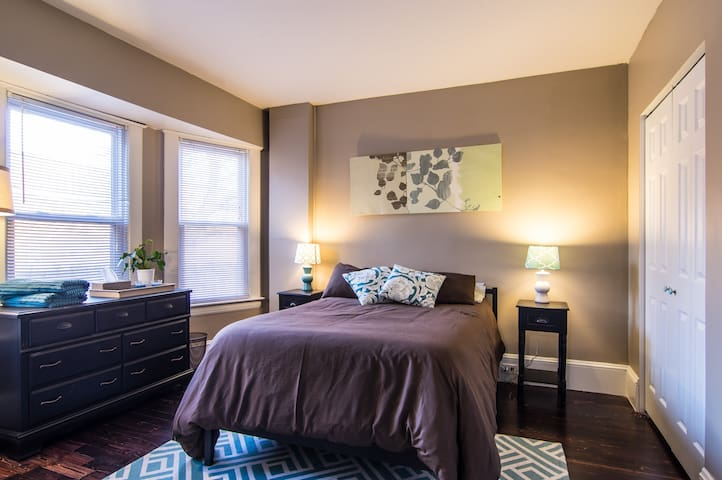 Private Bedroom w Parking!  - Lakewood