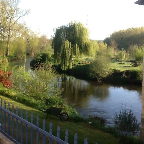 An exceptional riverside location - Bonnes - Appartement
