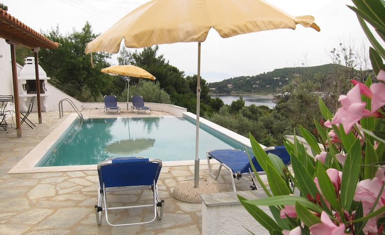 Great view, quiet location and close to the beach! - Thessalia - Maison