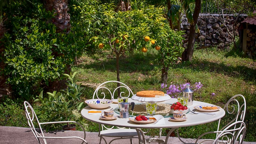 LE MARGHERITE HOME BETWEEN TAORMINA AND CATANIA - アチレアレ - 別荘