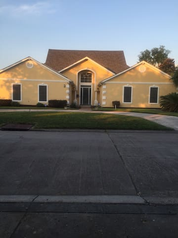 Beautiful home located on golf course - Gretna