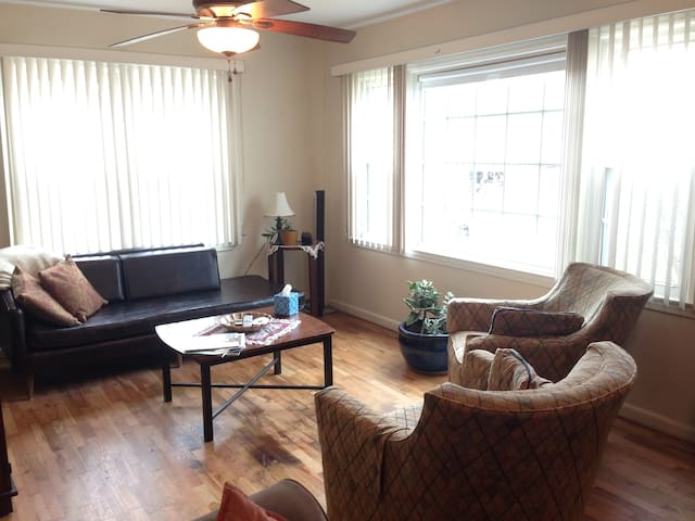 *Comfortable room near downtown - Columbia