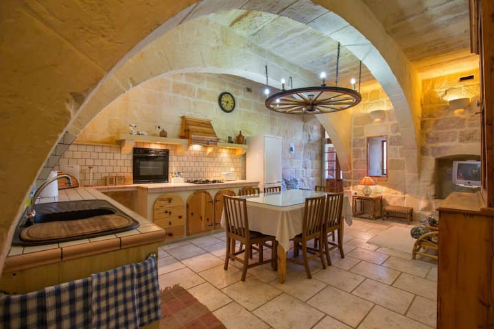 Stunning farmhouse with a pool. - Gozo - Villa