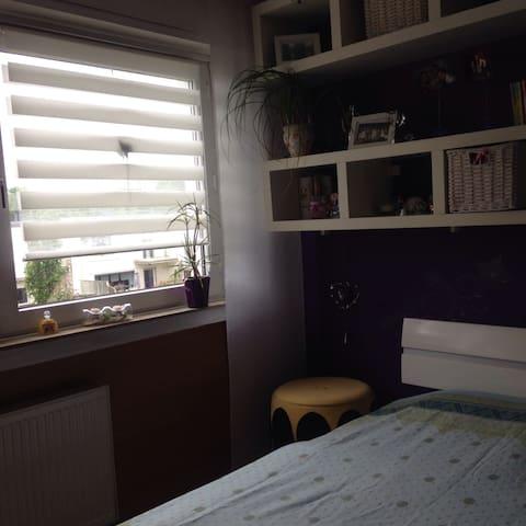 Kleines Zimmer in Flughafennähe - Unna - Townhouse
