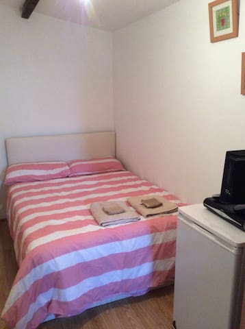 A lovely and cosy ensuite room - Wembley - Hus