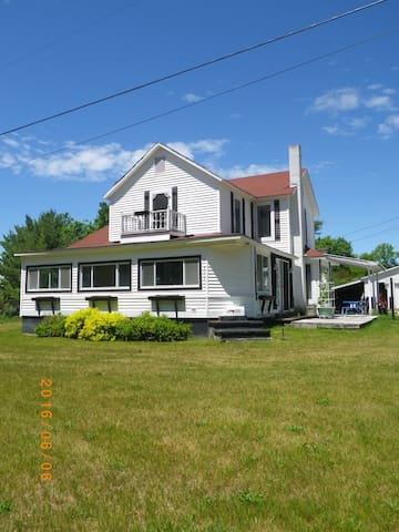 1 Minute Walk to Torch Lake 4 Bedroom Home w/ View - Bellaire - Hus