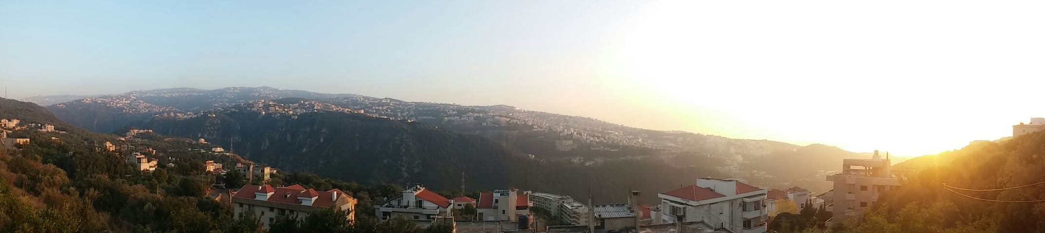 Spaceous apartment with parking - Mount Lebanon Governorate - Appartement