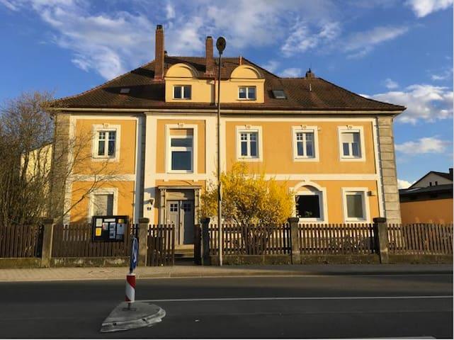 Hellreiches Zimmer in renovierter Altbau Wohnung - Bayreuth - Leilighet