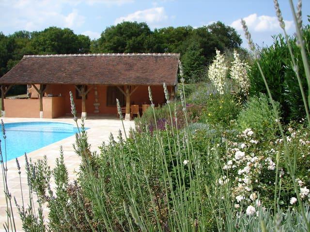 Very charming, a family house - saint maurice sur aveyron - Rumah