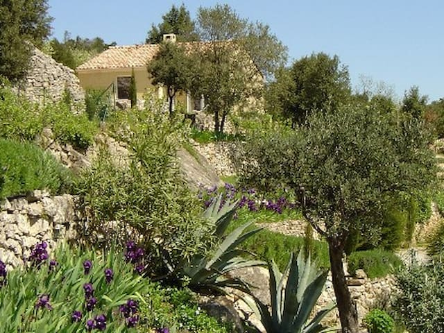 Gîte avec magnifique vue, piscine, massages - Lodève - Casa