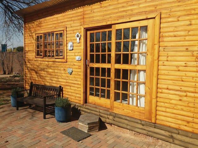 Peaceful Handmade Wooden Cottage - Centurion