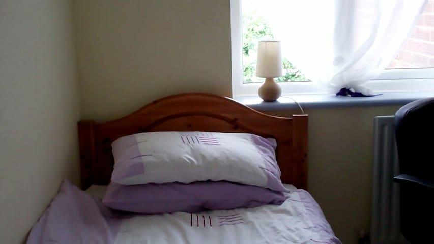 Quiet, relaxing bedroom. - Holbrook - Huis