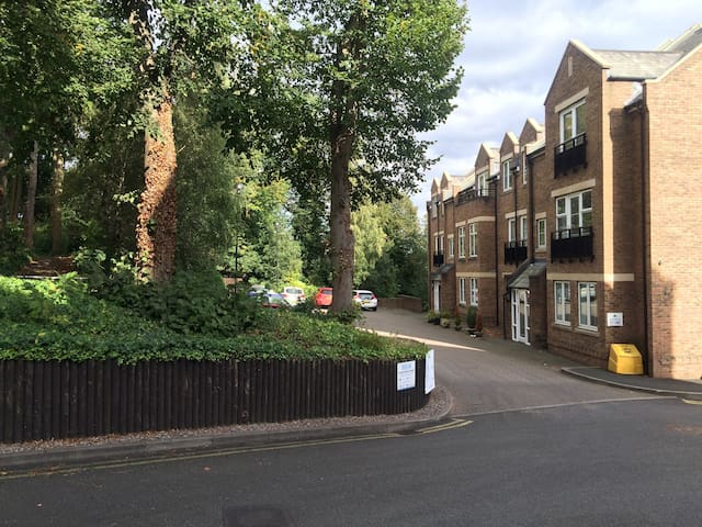 Apartment in perfect location. Free secure parking - Sutton Coldfield - Departamento
