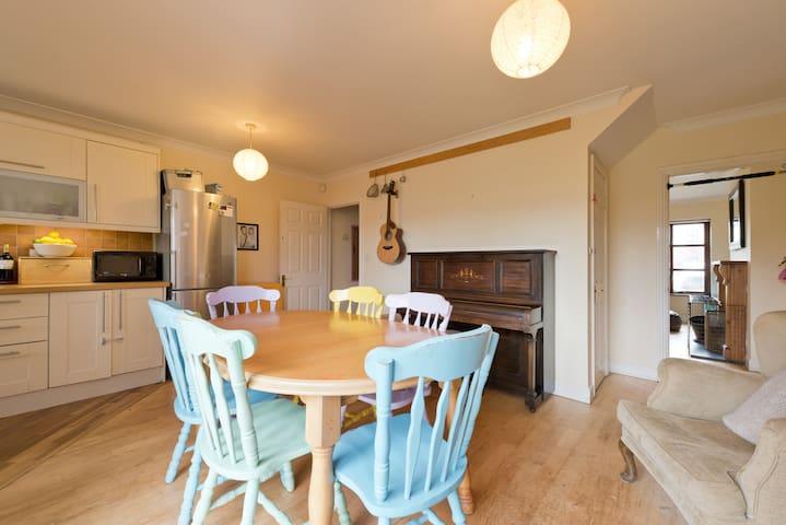 Family home with Mountain Views - Ballybrack - Huis
