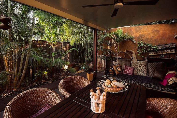 Spring Hill Oasis - Villa One. 5 Star Luxury - Spring Hill - Villa