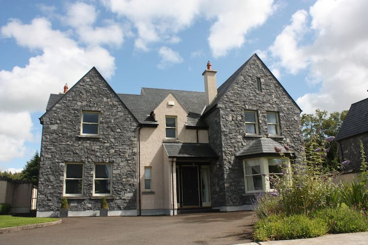 Luxurious four bedroom house - Bunratty - Rumah