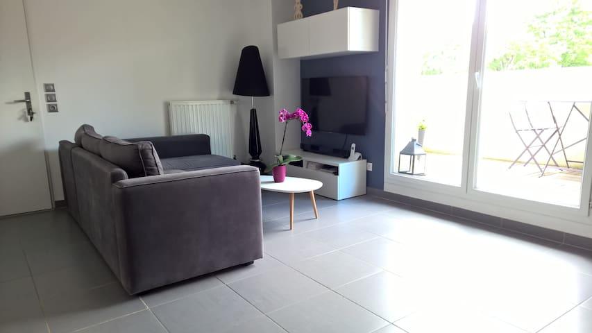 Chambre dans duplex proche PARC OL - Mions - Apartamento
