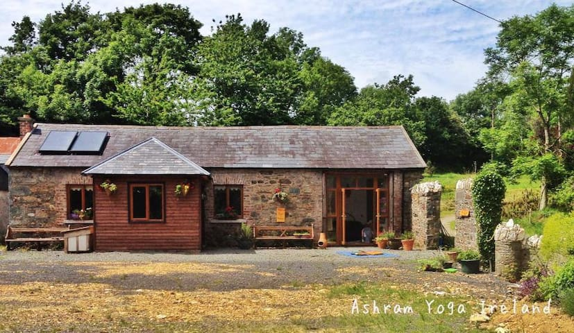 Stunning 2 Bed Cottage with Yoga Shala - Wexford - Houten huisje
