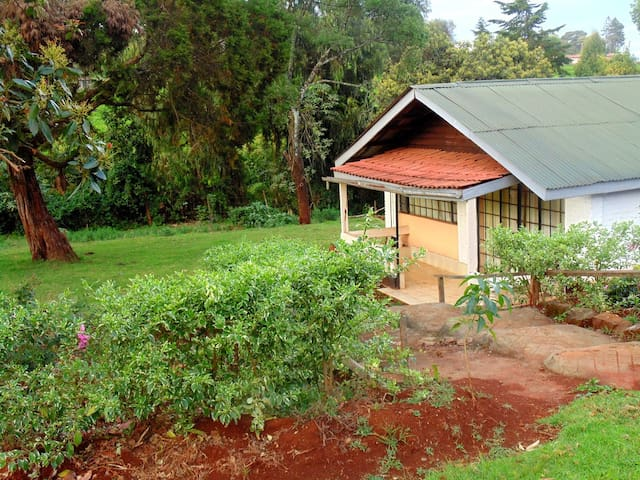Geosophy's Holiday Home.  Cosy,Serene,Farm Cottage - Limuru Town. - Huis