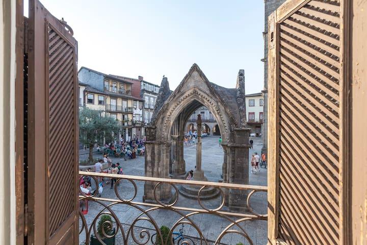 A L da Praça - Guimarães - Çatı Katı