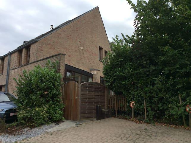 Chambre idéalement située au coeur - Ottignies-Louvain-la-Neuve - Dom