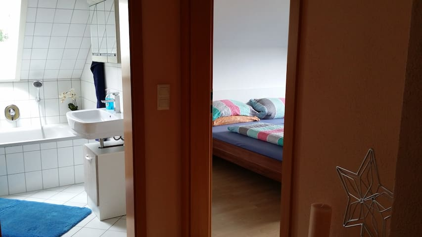 Nice Room with privat bathroom, toilet, TV, Wi-Fi - Sulzbach am Main - Appartement