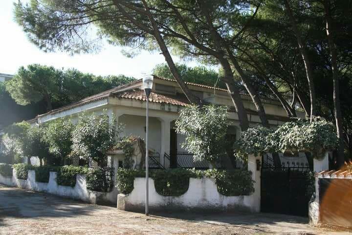 Villa mediterranea a 50 metri dal mare - Baia Domizia - Dom