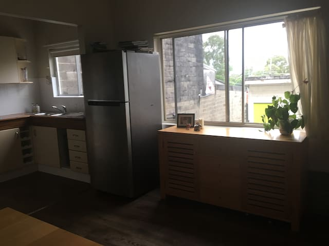 2 story clean family home - Kirrawee - Townhouse