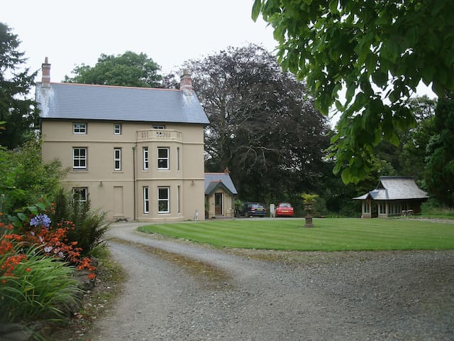 B & B at The Old Rectory, Pembrokeshire - Lampeter Velfrey - Bed & Breakfast