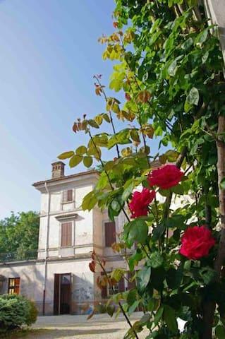 A holiday in an historic mansion - Valenza - Villa