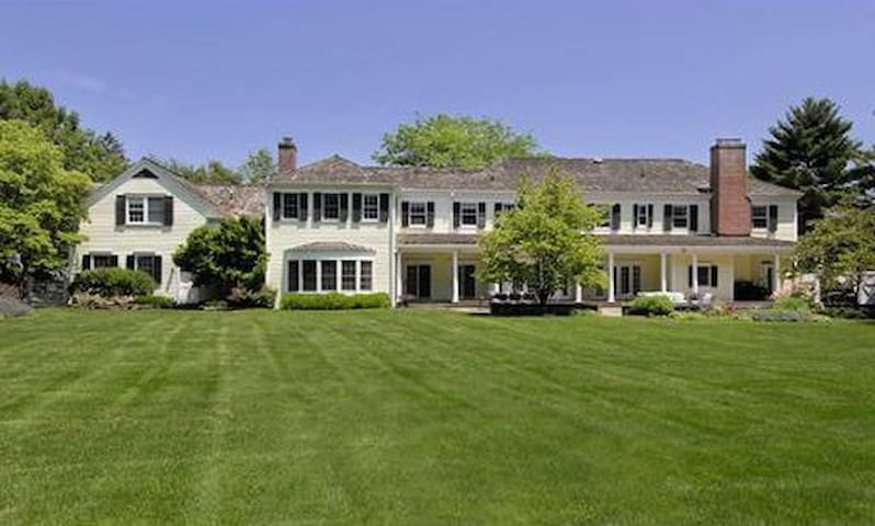 Gorgeous Surburb Home, 45 min to New York City - Greenwich