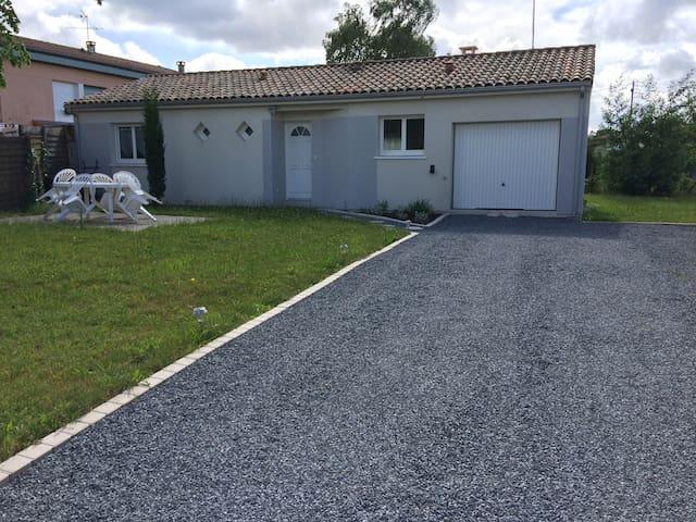 Belle maison de 80 m² de 2012 avec jardin de 500 m² une terrasse et un barbecue à disposition - Morcenx