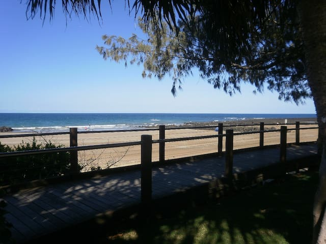 Coastal breezy home, walk to beaches! - Bargara