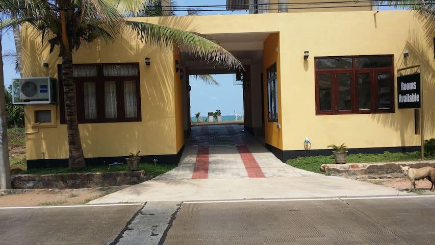 Airport Beach Villa - Negombo - Wikt i opierunek