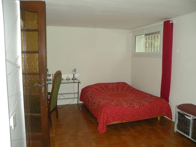 Schlafzimmer und ein separates Badezimmer - Houdemont - Ev