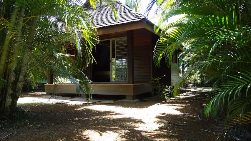 Bungalow dans jardin tropical avec piscine - Mitirapa - Cabana