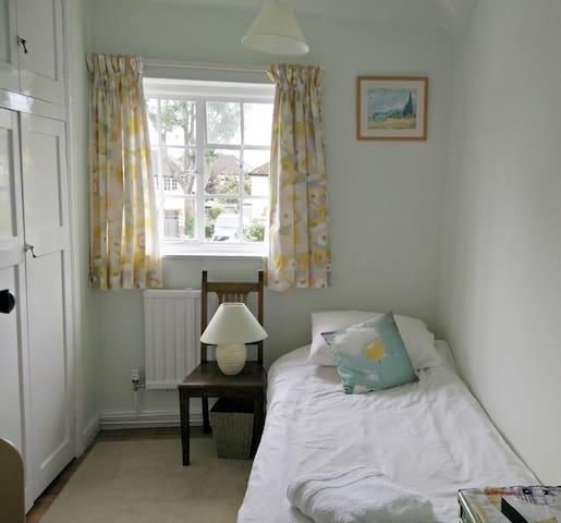 Lovely village nr Cambridge cosy single room - Histon - Huis