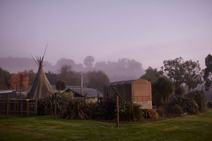 Glamping on 40acres of private farm - Coalville - Kulübe