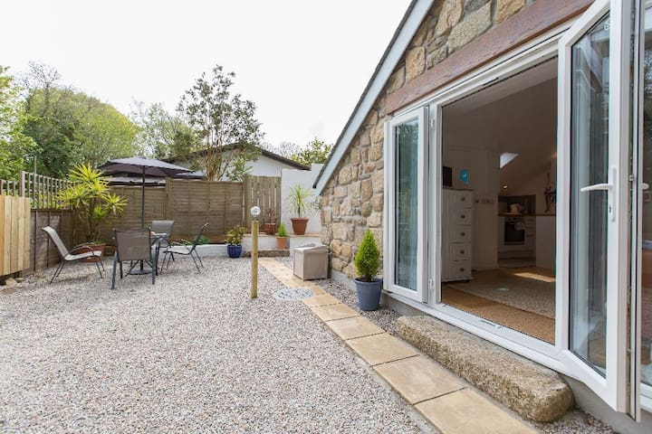 Detached Garden Studio Near St Ives with parking - Lelant