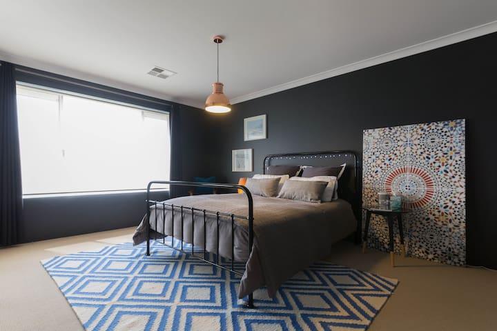 Beautiful private bed & bathroom - Swan Valley - Caversham