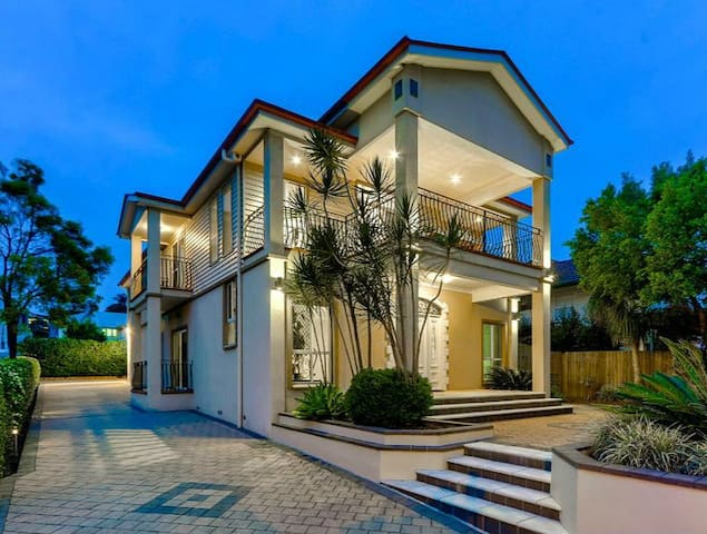 Refined elegance&extensive city view&close airport - Wavell Heights - House
