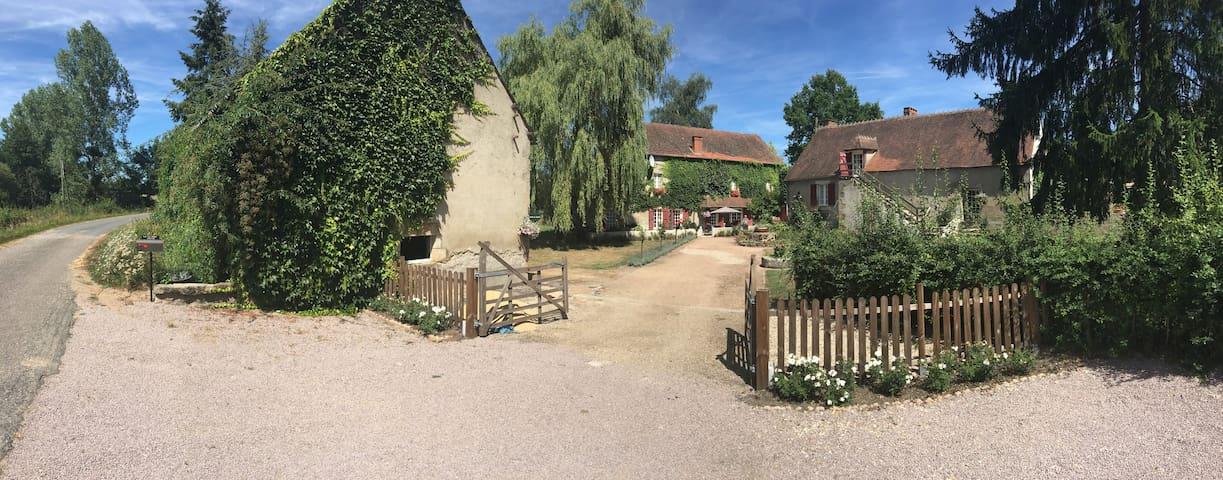 "Te huur ""le Moulin""  Auvergne - Ygrande - Casa"