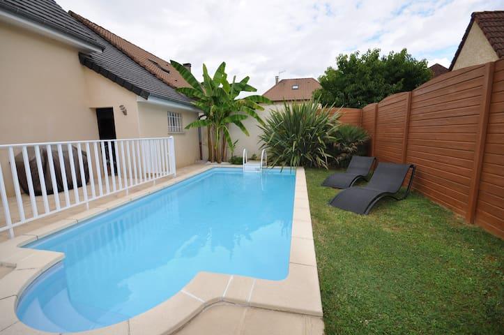 Maison / Villa avec piscine privée au calme - Saint-Pantaléon-de-Larche - Talo