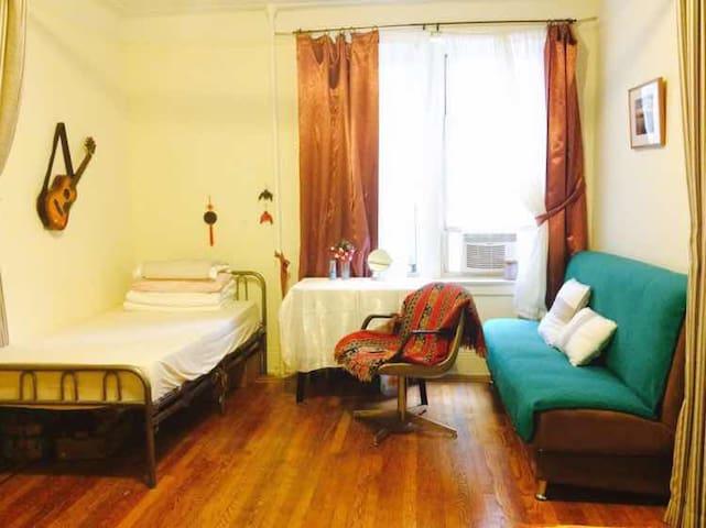 【紐約之家New York Hostel 】 Warm Home - クイーンズ - 別荘