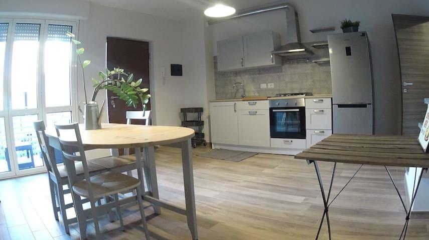 """""""Urban Villa"""" stanza con bagno privato e terrazzo - Cinisello Balsamo - Rumah"""