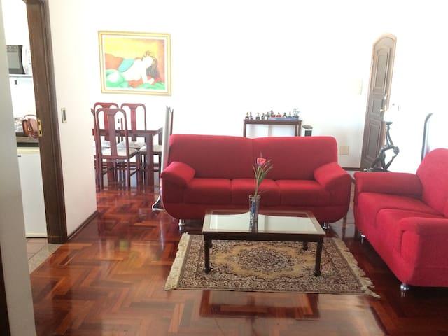 Apartamento nobre com ótima localização - São Lourenço