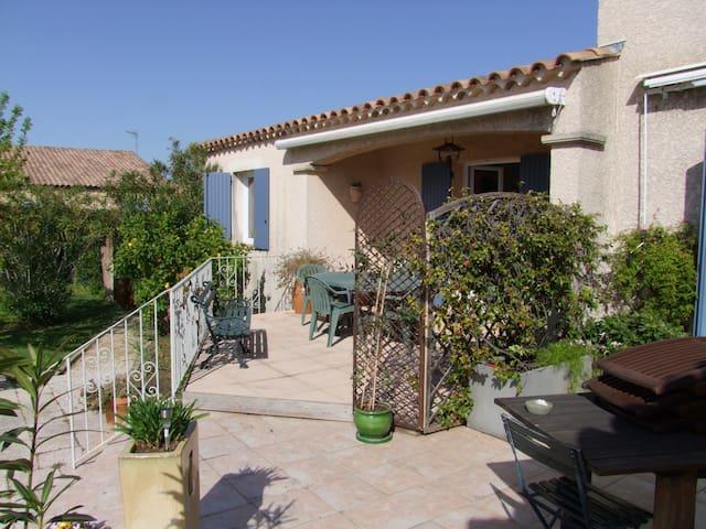 Logement 4 personnes proche Nîmes, Avignon - Bezouce - Ev